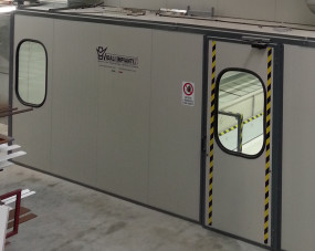 Pressurized cabin for painting
