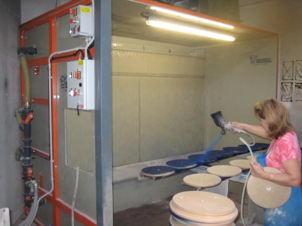 Cabine per verniciatura ad acqua in materiale antiaderente for Cabina di legno